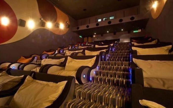 Кинотеатр с креслами и подушками дизайн, идея, креатив