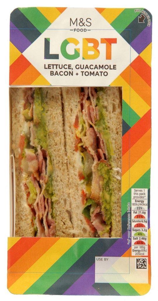sendvič d názvem LGBTQ (Lettuce, Guacamile, Bacon, Tomato) v duhovém obalu
