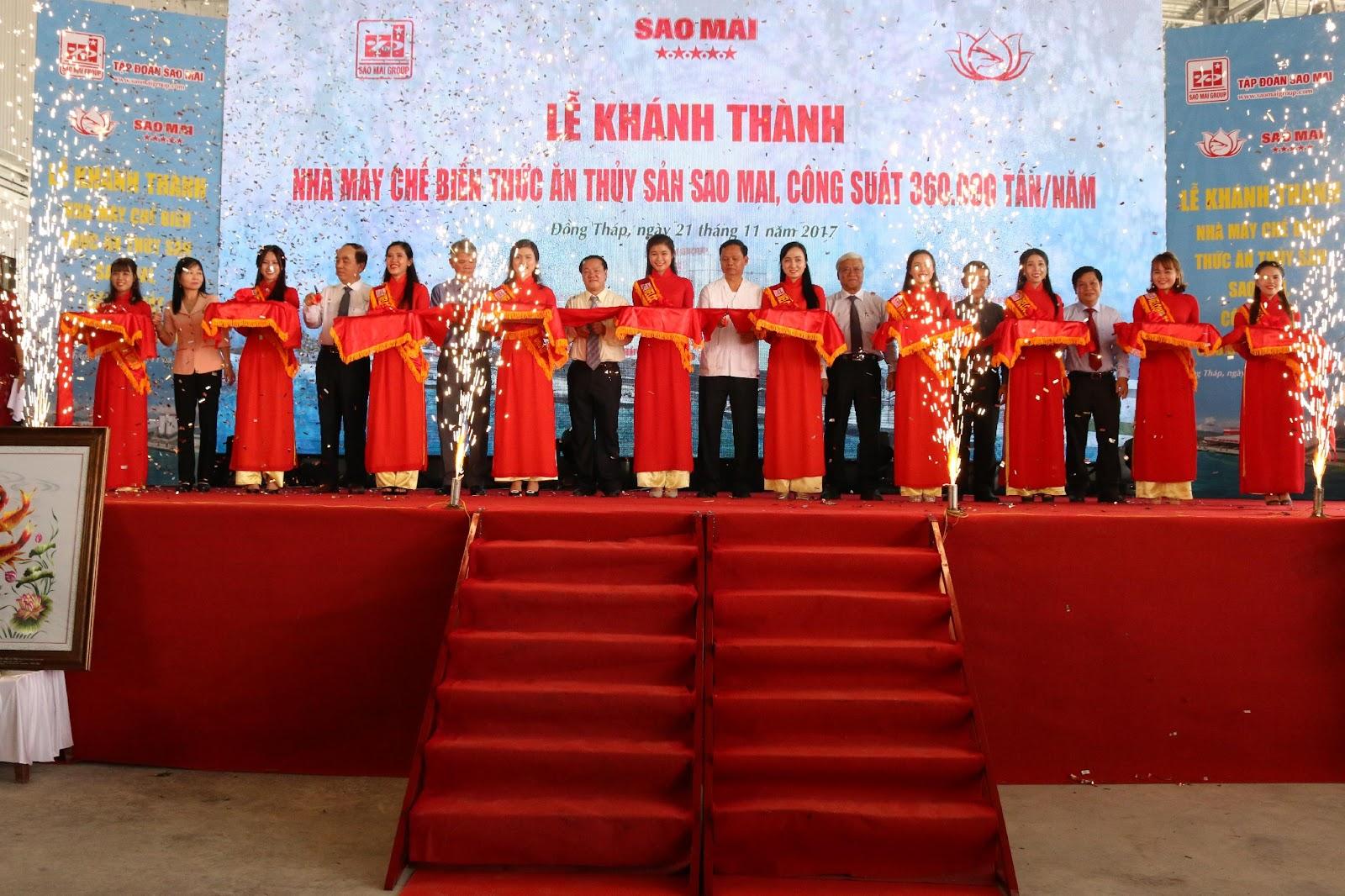 Ông Lê Thanh Thuấn - Chủ tịch HĐQT Sao Mai Group cùng lãnh đạo Sở ban ngành các tỉnh An Giang, Đồng Tháp, Cần Thơ thực hiện nghi thức cắt băng khánh thành.JPG