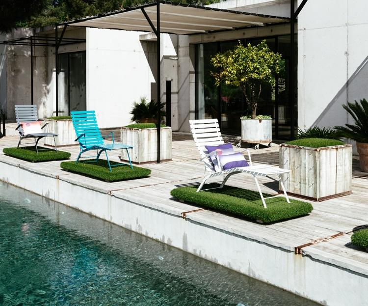 Furniture Outdoor dengan Stainless Steel - sumber: www.ylightning.com