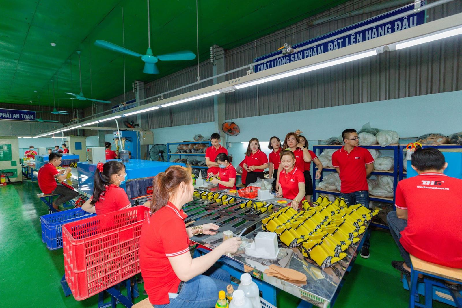 Giá nhập giày da tại xưởng sản xuất thienhuongshoes như thế nào?