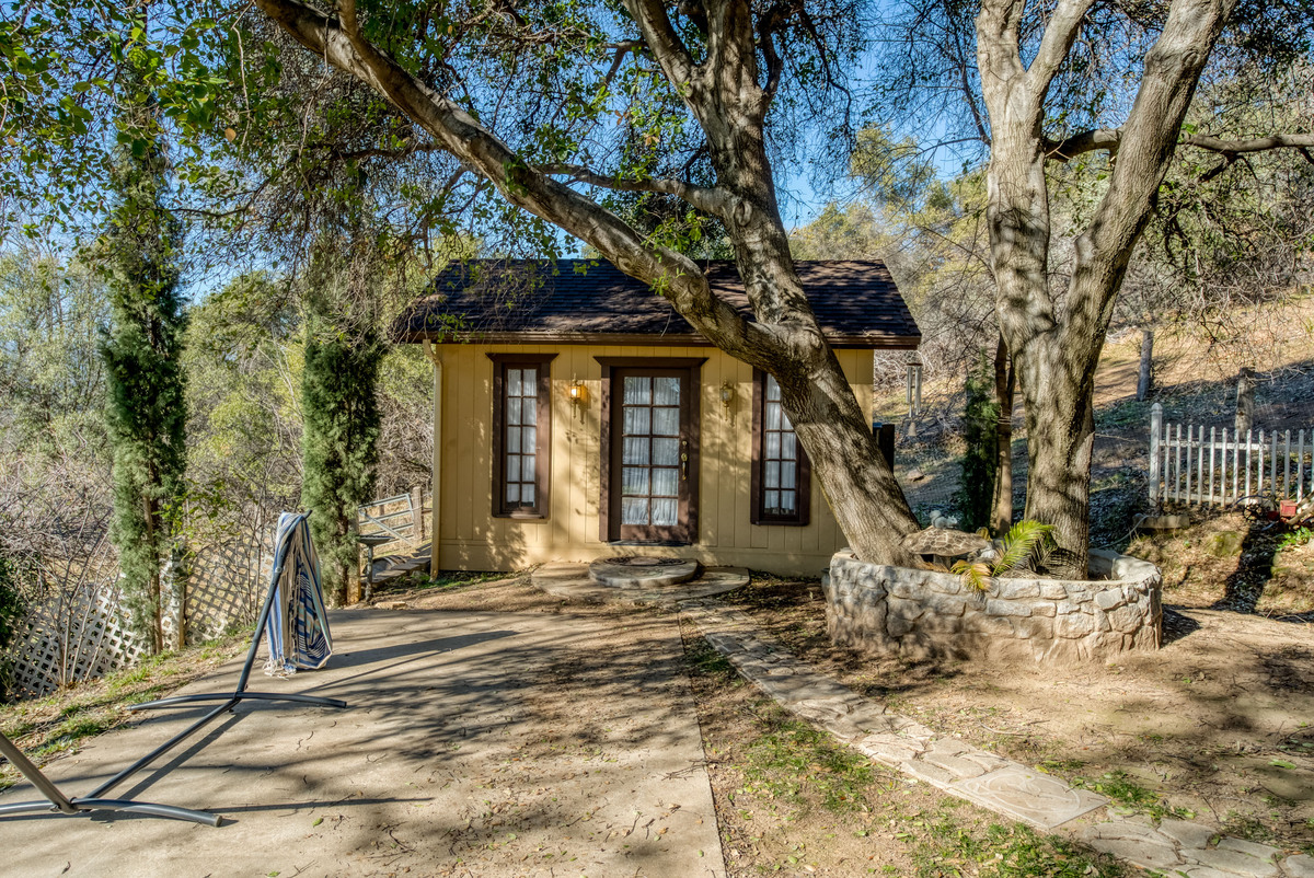 Homes in North Fork CA - Guests will surely appreciate the innovativeness and ingenuity of the craft room of this North Fork CA home.