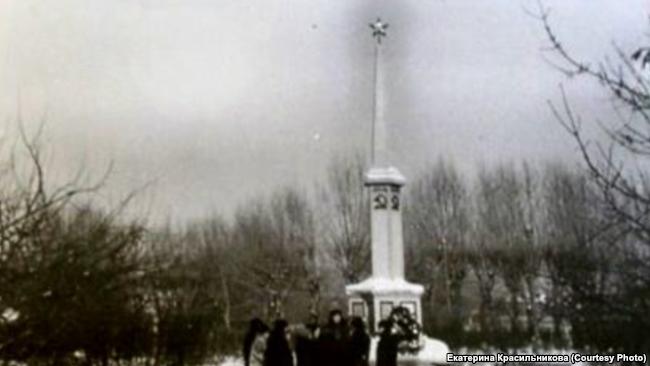 Памятник у братской могилы жертв восстания против Колчака в Томске