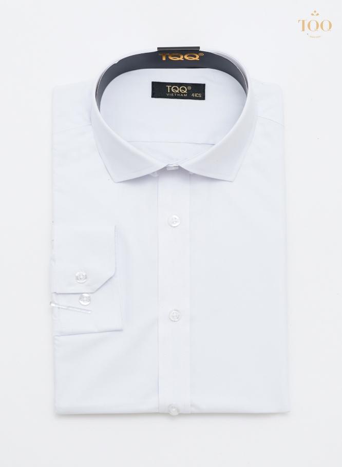 Mẫu áo sơ mi M001CS TRẮNG là mẫu áo sơ mi nam quyến rũ được phái mạnh ưa chuộng nhất tại TQQ