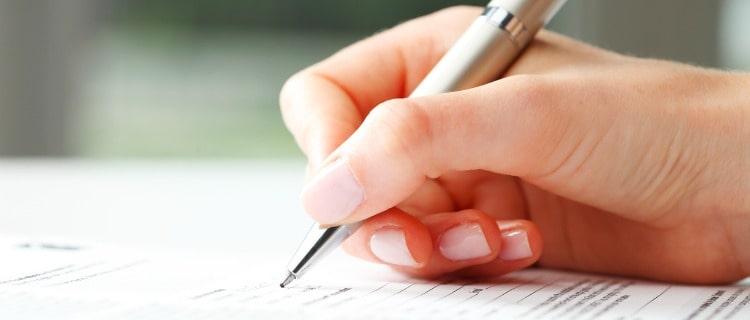 政策金融公庫運転資金書類を書く人