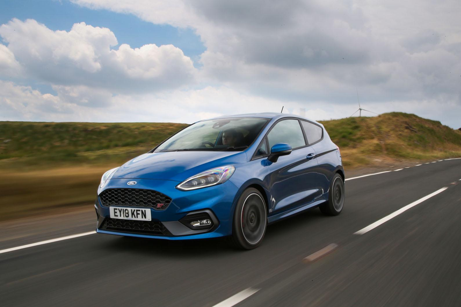 10 mașini noi pe care ți le poți cumpăra cu mai puțin de 15.000 de euro  - Ford Fiesta