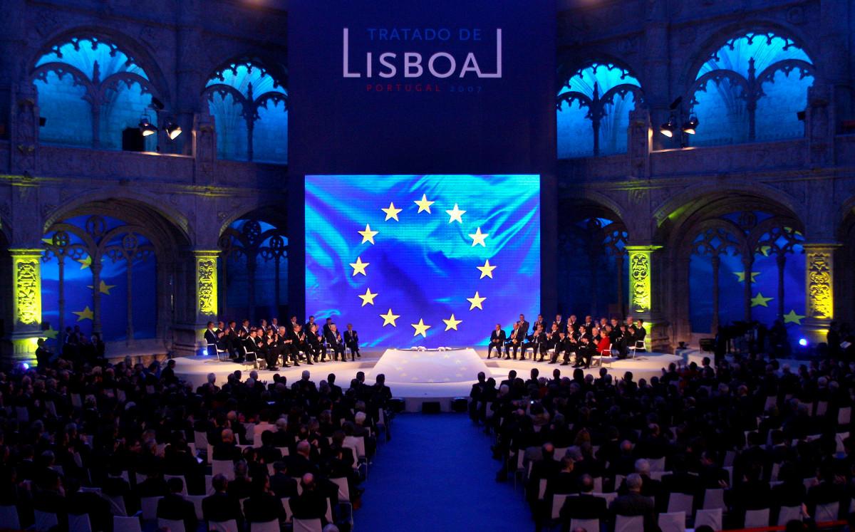 El Tratado de Lisboa Fue firmado por los Estados miembros de la UE el 13 de diciembre de 2007 y entró en vigor el 1 de diciembre de 2009.