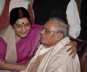 sushma-swaraj-greets-vajpayee