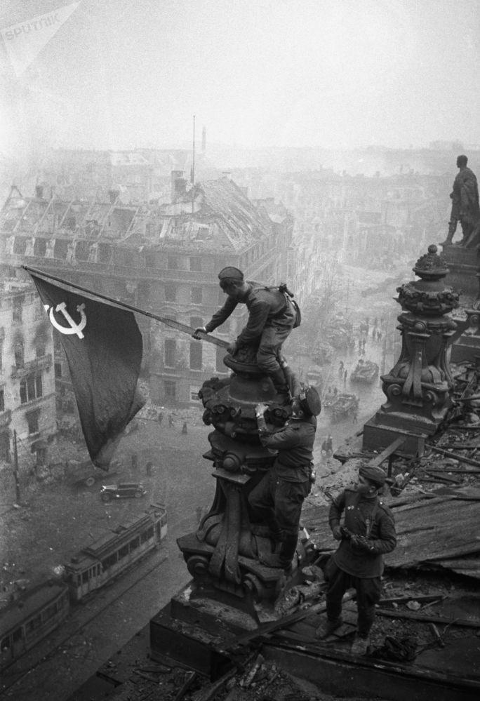 نشان پیروزی در برلین، سال ۱۹۴۵