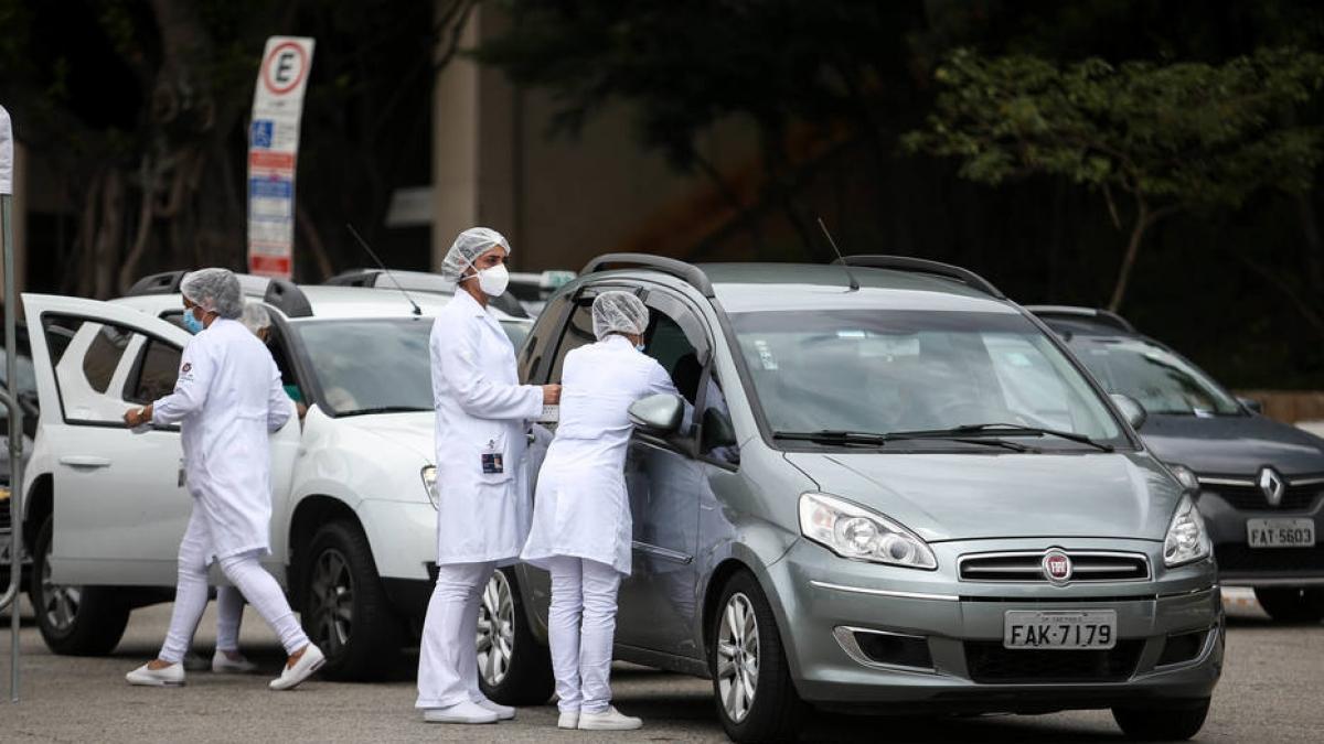 Vacinação drive-thru restringe o acesso à vacina e privilegia o uso do transporte individual (Imagem: Felipe Rau/Estadão)