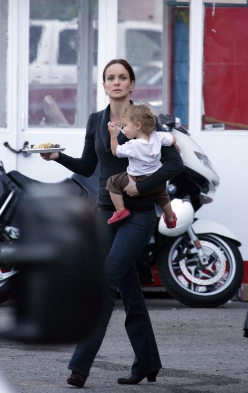 Sarah Wayne Callies and her daughter
