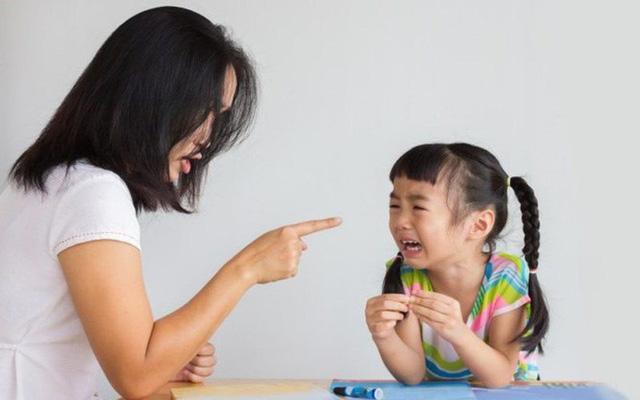 Khóa học làm cha mẹ - tránh xa những sai lầm cổ hủ trong truyền thống