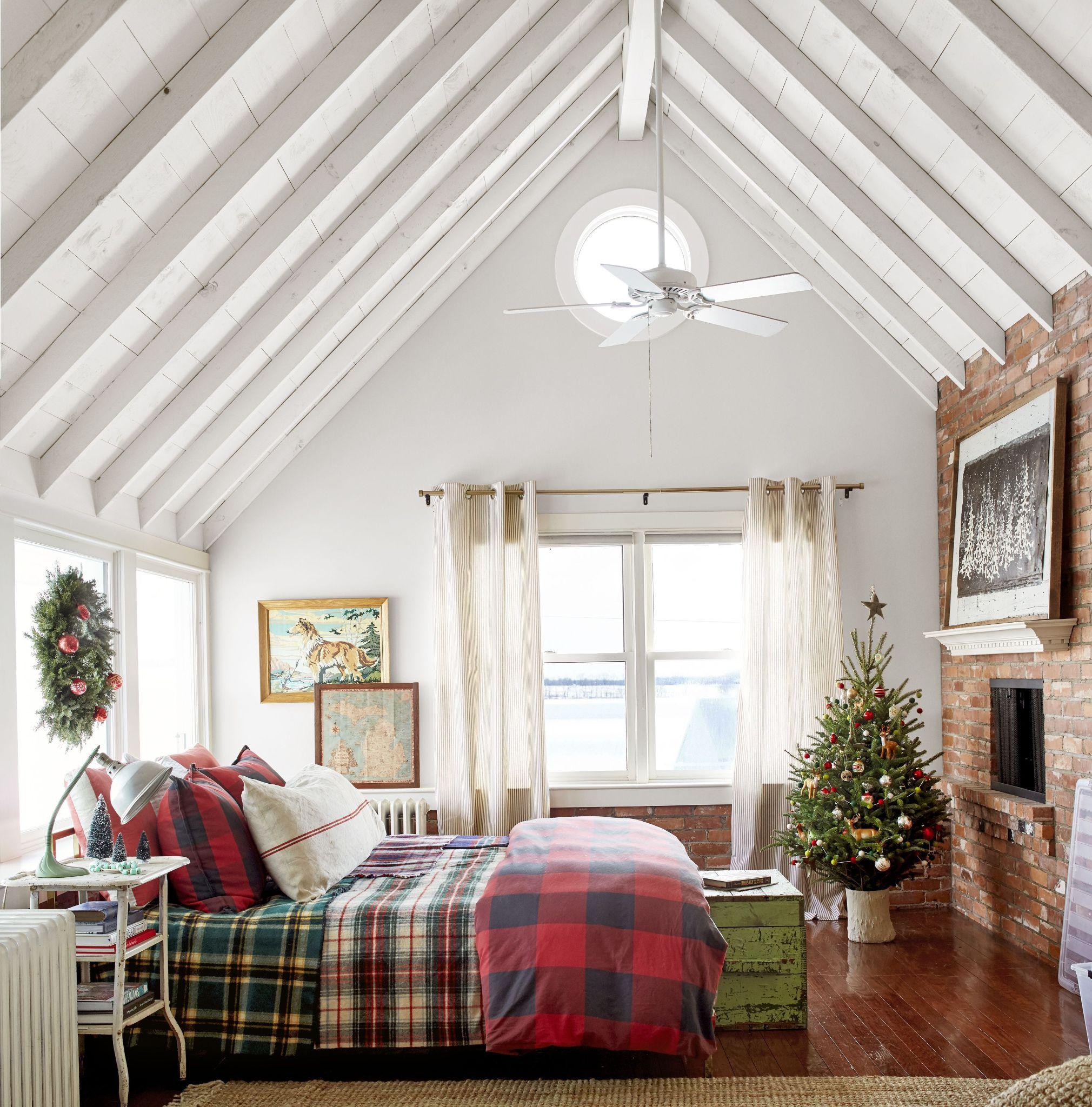 Cozy Christmas Bedroom Ideas