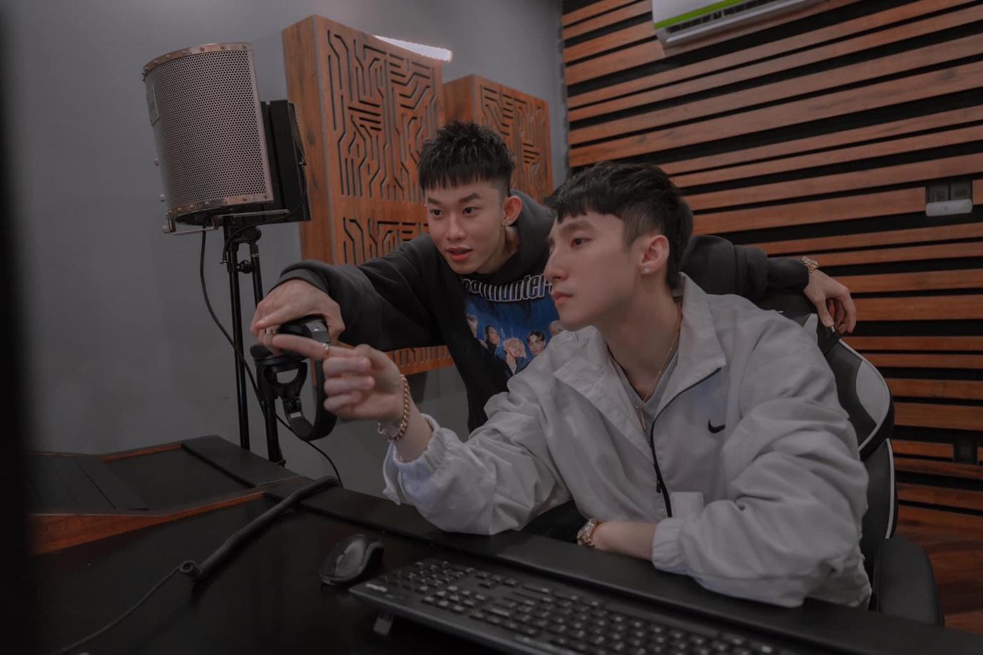 Kay Trần tung poster MV sau bao lần khiến fan mong chờ