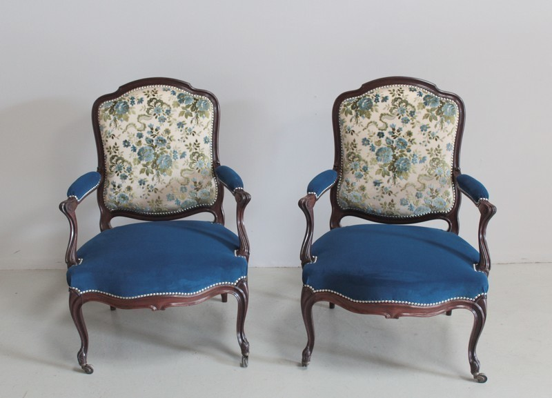 Antique armchairs in Classic Blue
