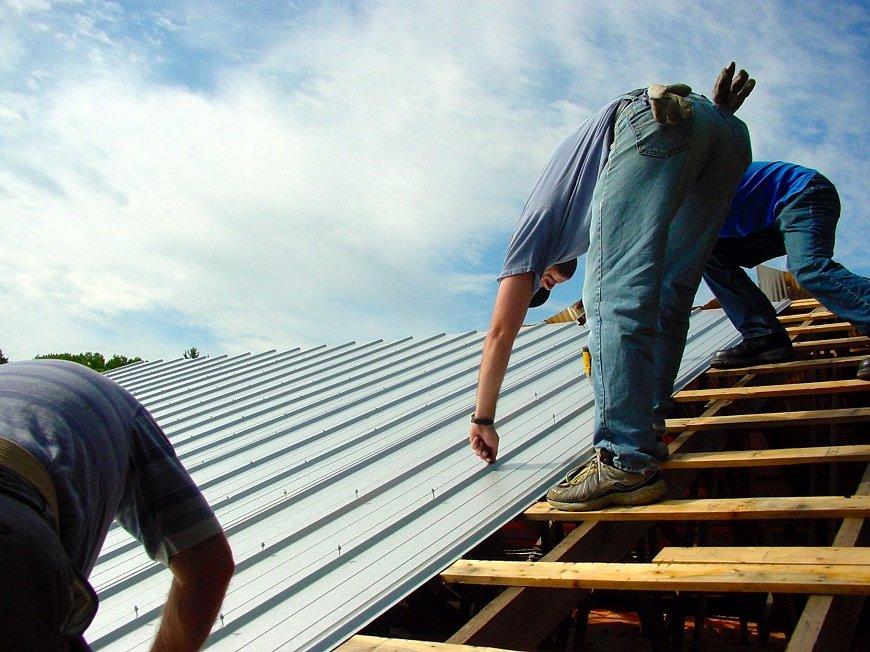 Tháo bỏ mái cũ và kiểm tra cẩn thận