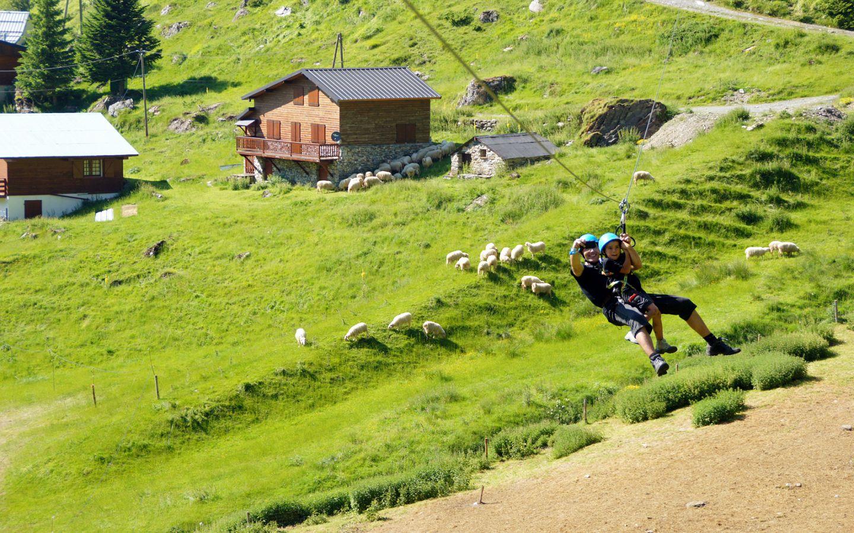 Tyrolienne géante l'été à Gourette - Activités famille