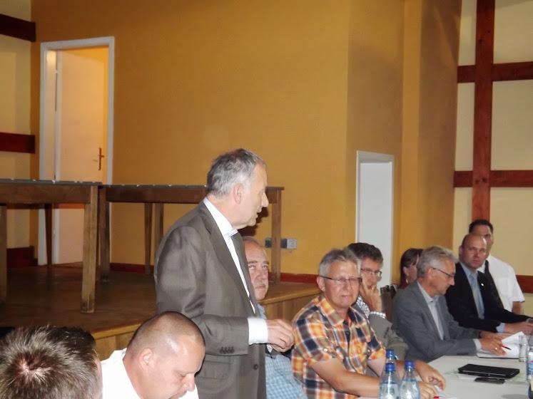Hans Leister, Bereichsleiter vom VBB referiert vor den Gästen (Foto: A.M.)
