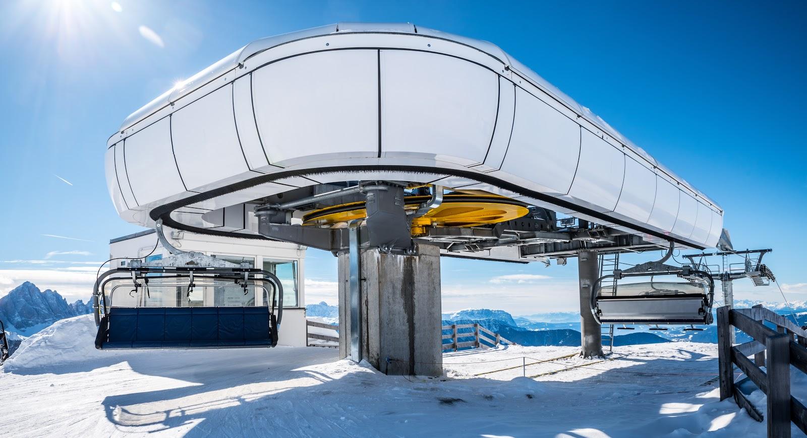 Nuevo telesilla en una estación de esquí
