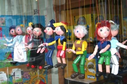 https://beyonddigital.files.wordpress.com/2017/04/puppets_in_a_shop_window-27july2010.jpeg?w=431&h=287