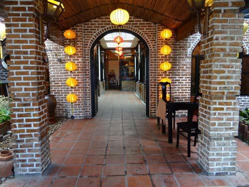 Không gian nhà hàng Ngói Đỏ Đà Nẵng
