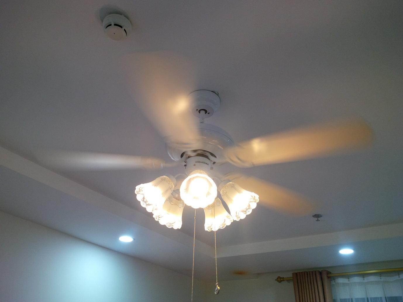 Chọn màu sắc thích hợp cho quạt trần có đèn chùm cho từng ngôi nhà
