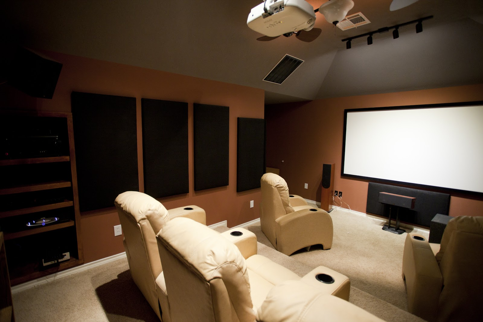 Dedicated_home_theater.jpg