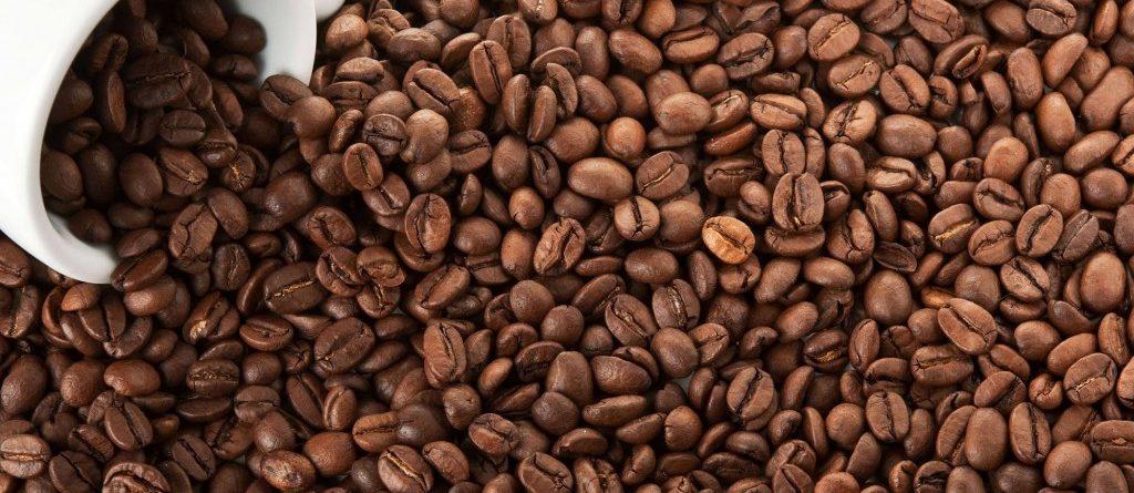 Các bạn nên tham khảo giá cà phê nguyên chất từ nhiều nơi để tránh được tình trạng chặt chém