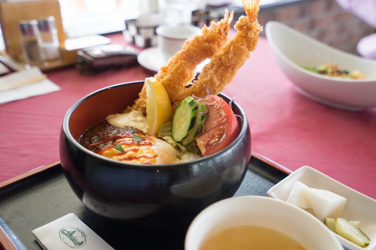 美味三昧スペシャル丼」(ピクルス、野菜スープ、プチデザート付き)