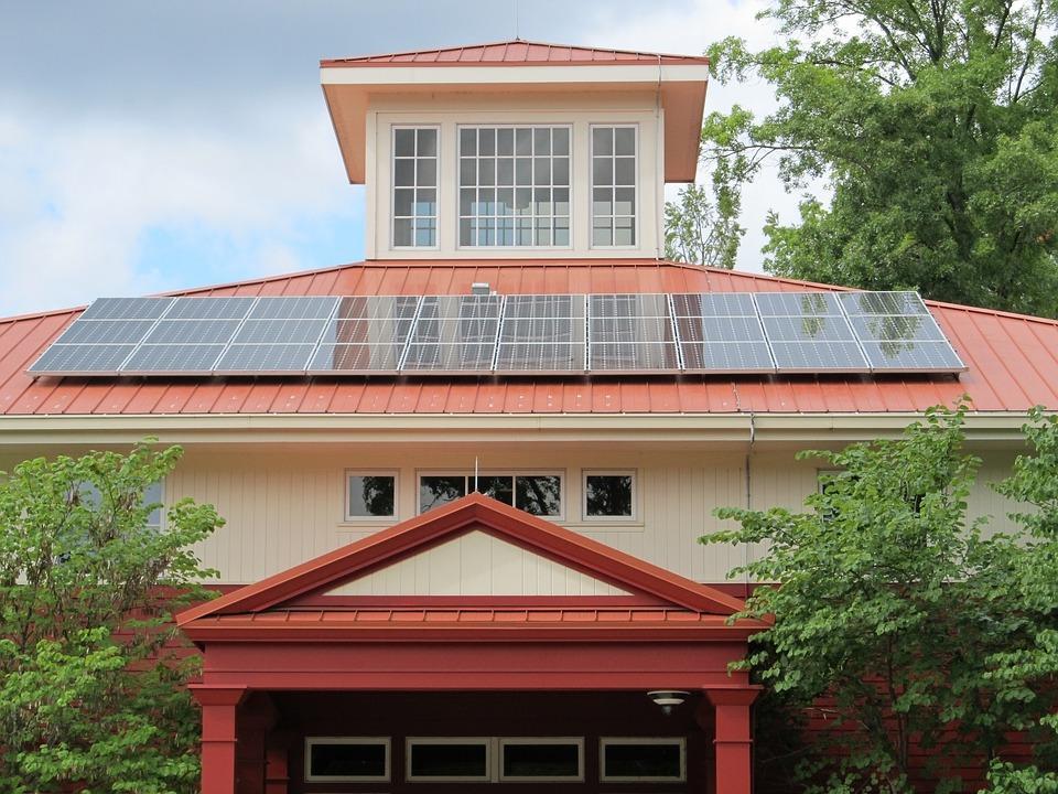 C:\Mamen trabajo\MAMEN\Energías sostenibles\Casa ecológica\solar-panel-array-1794503_960_720.jpg