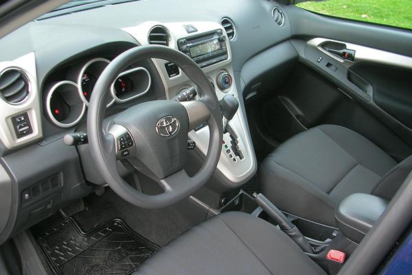 Toyota-Matrix-2013-Dashboard