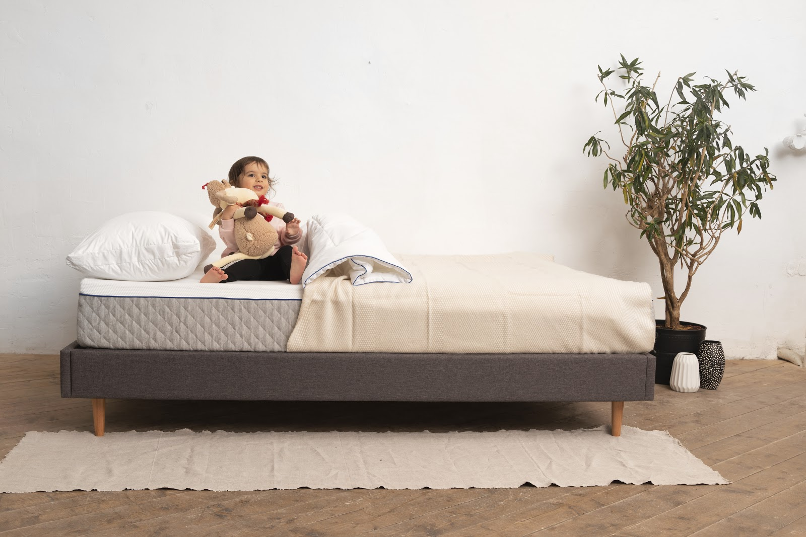 Ребенок на кровати Blue Sleep