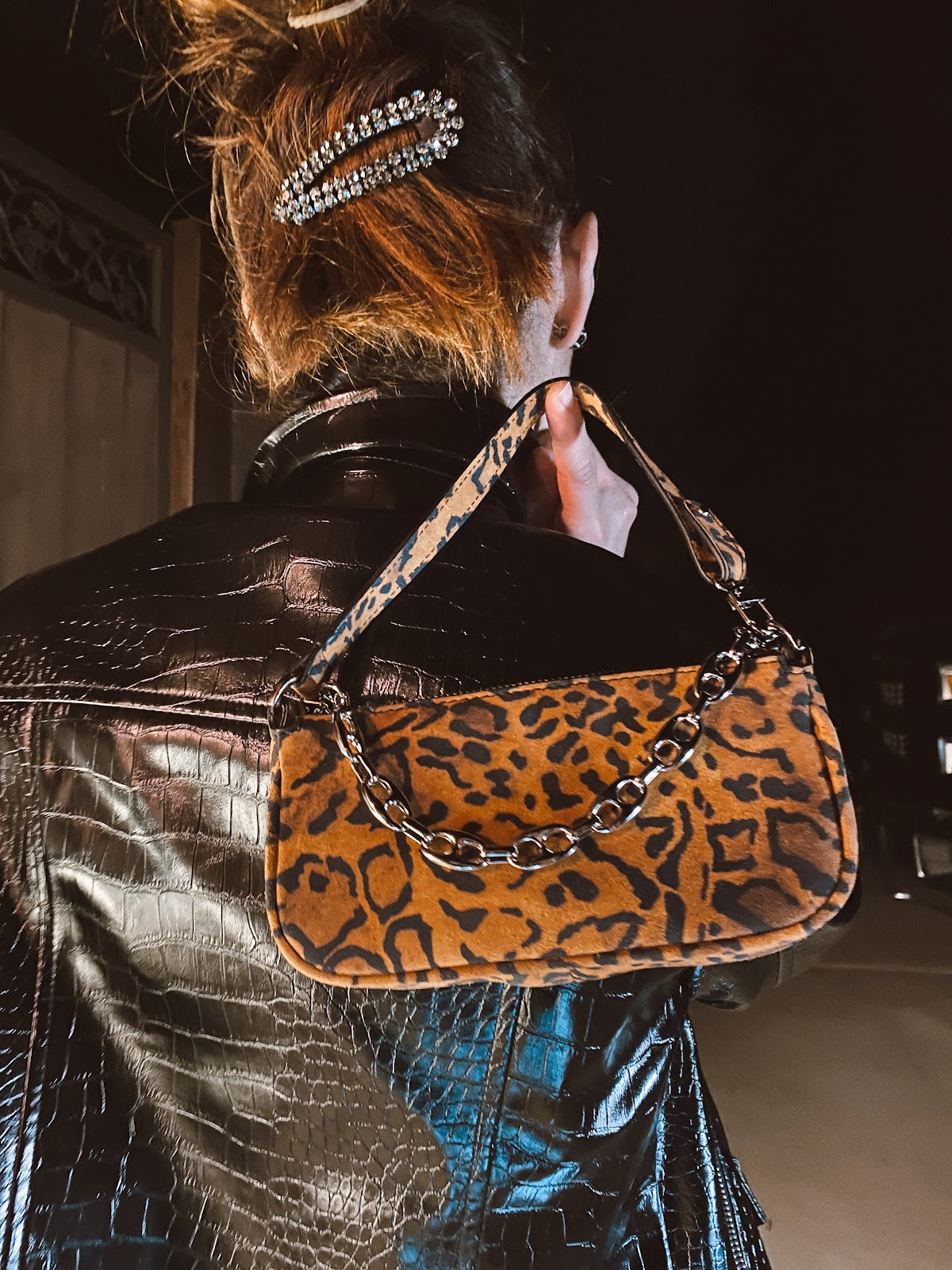Edgy datenight look via animal print detail and a touch of metal