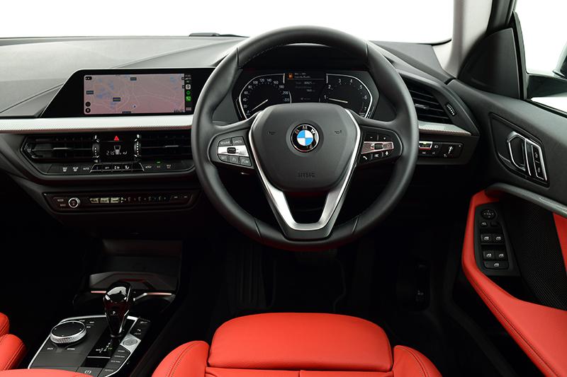 ดีไซน์ภายในรถยนต์ : BMW 2 Series 220i Grand Coupe Sport