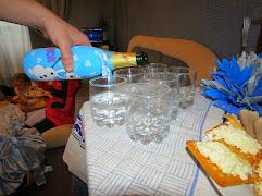 Оформление стола для детского праздника в стиле мультфильма