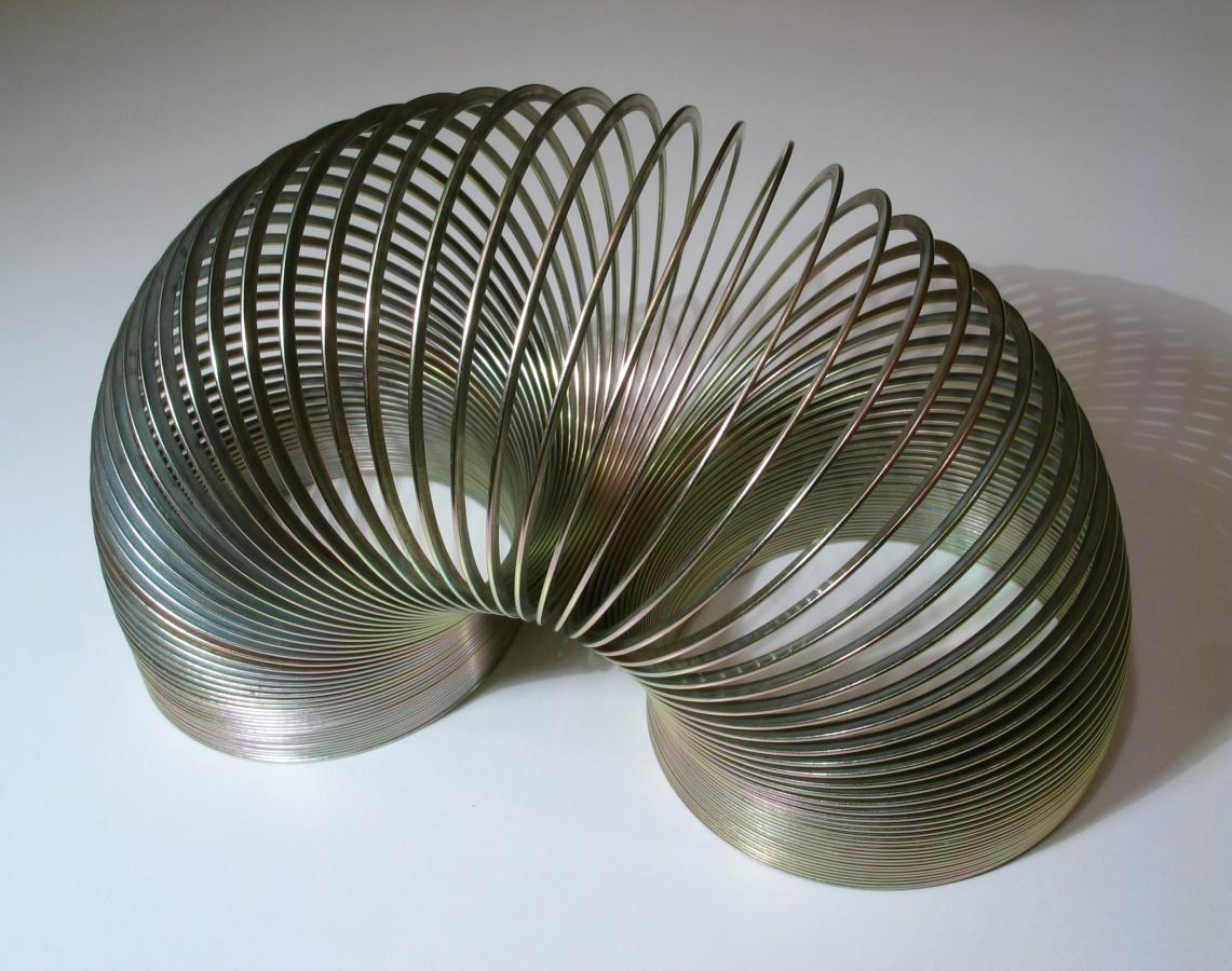 https://upload.wikimedia.org/wikipedia/commons/f/f3/2006-02-04_Metal_spiral.jpg