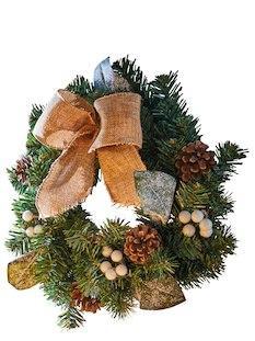Julkrans med bär och kottar