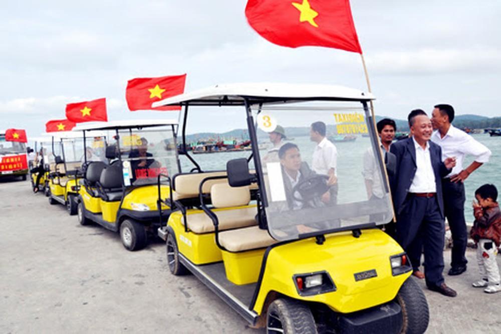 Xe điện phương tiện đi lại phổ biến ở Cô Tô