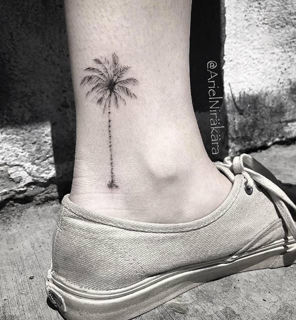 ลายสักเส้นสวยขา