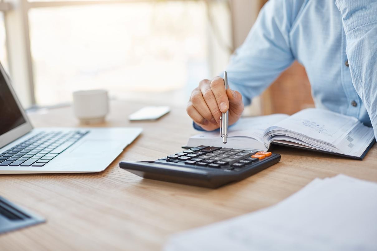 Calcular a taxa de retenção de clientes te ajuda a entender se o seu negócio está indo bem ou não nesse aspecto. (Foto FreePik)
