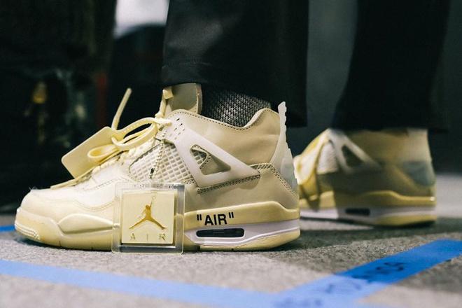 Form giày là điều bạn không nên bỏ qua khi mua nike air jordan 4 off white