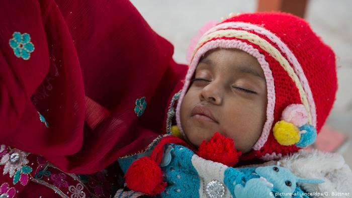 Медики вважають, що дітей від коронавірусу захищають клітини, передані від матері