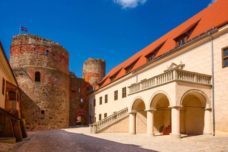 Бауский замок - достопримечательности Латвии