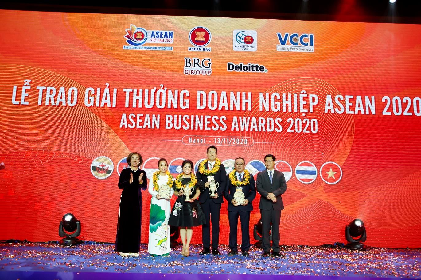 C:\Users\khanh.nh\Desktop\ABAC\ABA 2020\Out TCBC\Doanh nghiệp nhận giải tại sự kiện ABA 2020.JPG