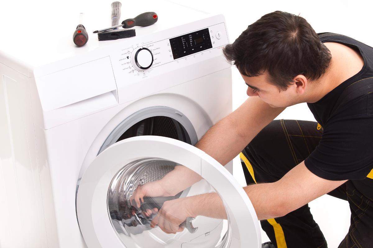 Nắm được những lỗi cơ bản sẽ giúp bạn xử trí kịp thời, sau đó hãy alo ngay cho sửa máy giặt gần đây để chúng tôi đến và sửa chữa cho bạn.