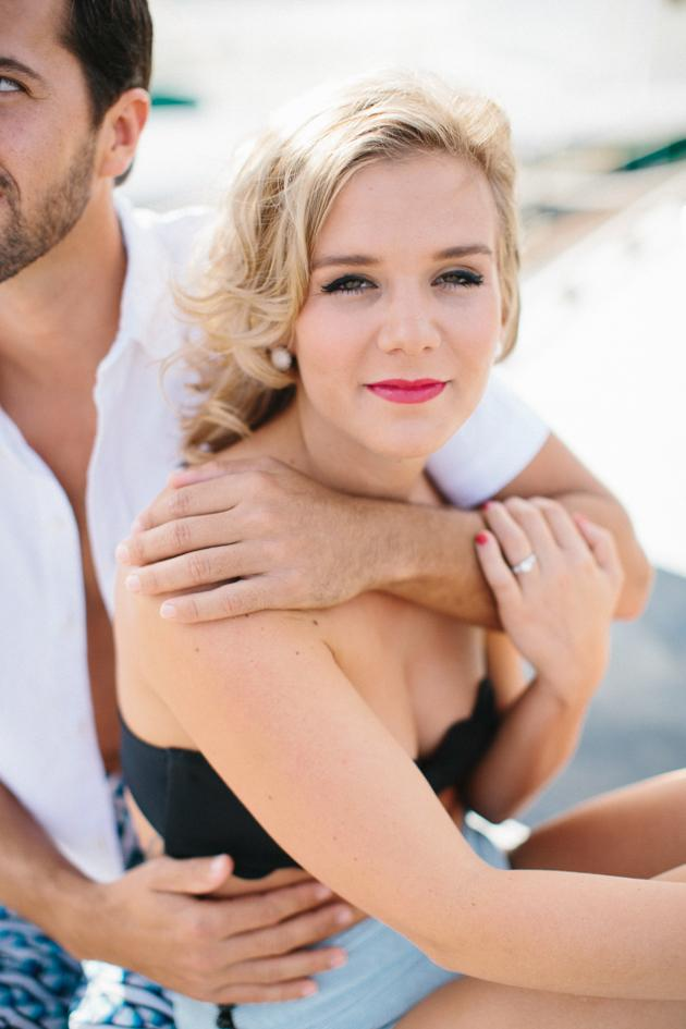 20-Non-Cheesy-Poses-for-Your-Engagement-Shoot-Bridal-Musings-Wedding-Blog-12