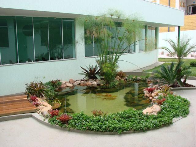 Thiết kế tiểu cảnh sân vườn ngay trước tầm nhìn ngôi nhà