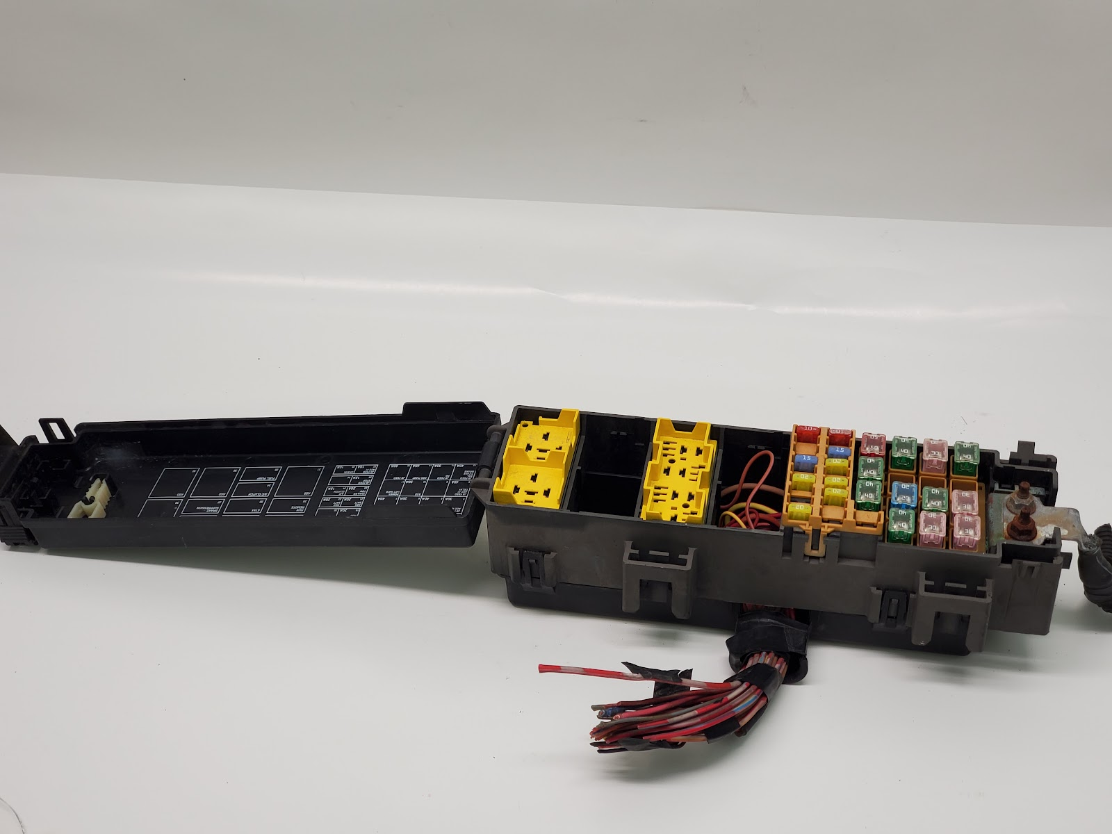 2004 2005 2006 Dodge Durango Engine Junction Block Relay Fuse Box Oem Ebay