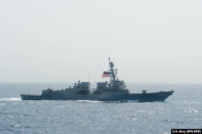 Arleigh Burke класса USS Bainbridge (DDG 96) в Аравийском море