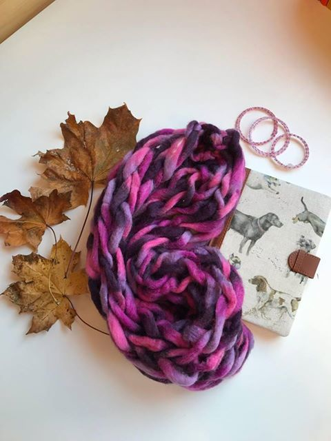 "(<img alt=""arm knitted snood"">)"